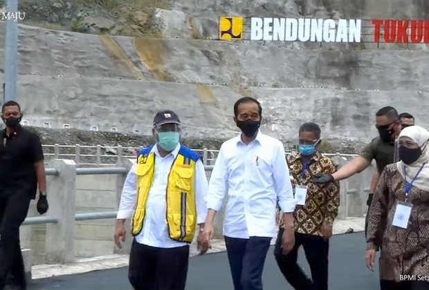Saat Valentine, Jokowi Kunjungi Kampung Kelahiran SBY dan Resmikan Bendungan Tukul