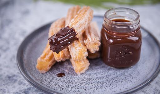 Resep Churros dengan Cocolan Saus Dark Chocolate