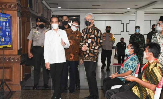 Presiden Jokowi Tinjau Pemberian Vaksin untuk Ulama dan Tokoh Lintas Agama di Masjid Agung Jawa Tengah