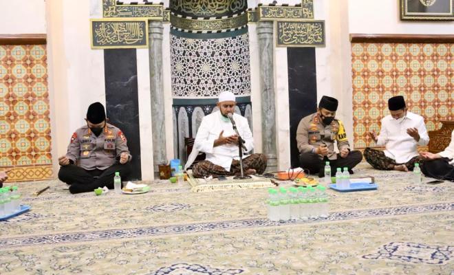 Silaturahmi ke Habib Syech, Kapolri Bicara Soal Penanganan Covid-19 dan Program Vaksinasi Nasional