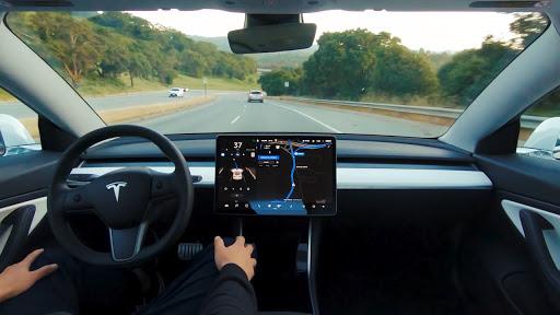 Sistem Autopilot Tesla Ketahuan 'Menyerah' Saat Dioperasikan di Jalanan Macet