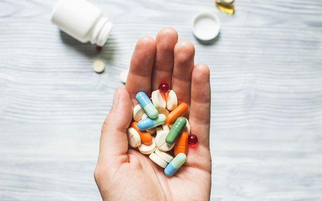 Tips Telan Obat Bagi yang Susah Minum Pil atau Kapsul