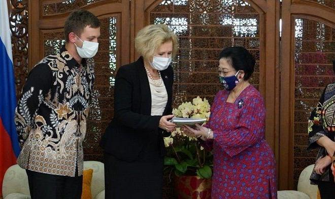 Terima Bintang Penghargaan Rusia, Megawati Menangis