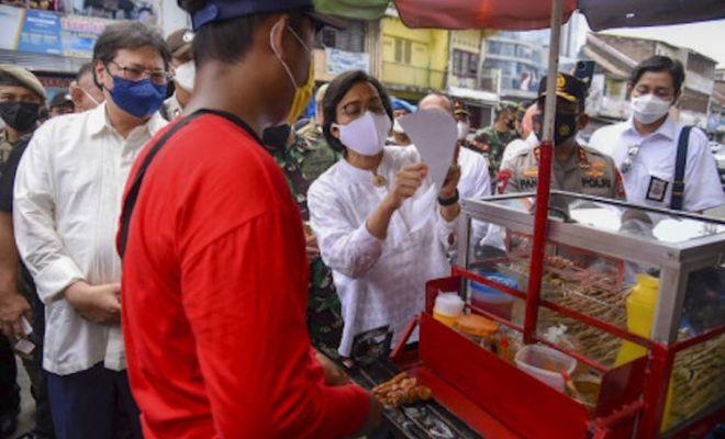 Jokowi Bakal Sebar Bantuan Langsung Tunai 1,2 Juta Rupiah untuk Pedagang Kaki Lima