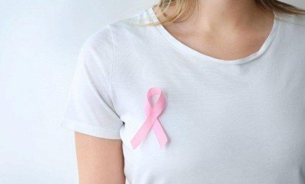 Kenali Ciri-ciri Benjolan Kanker Payudara