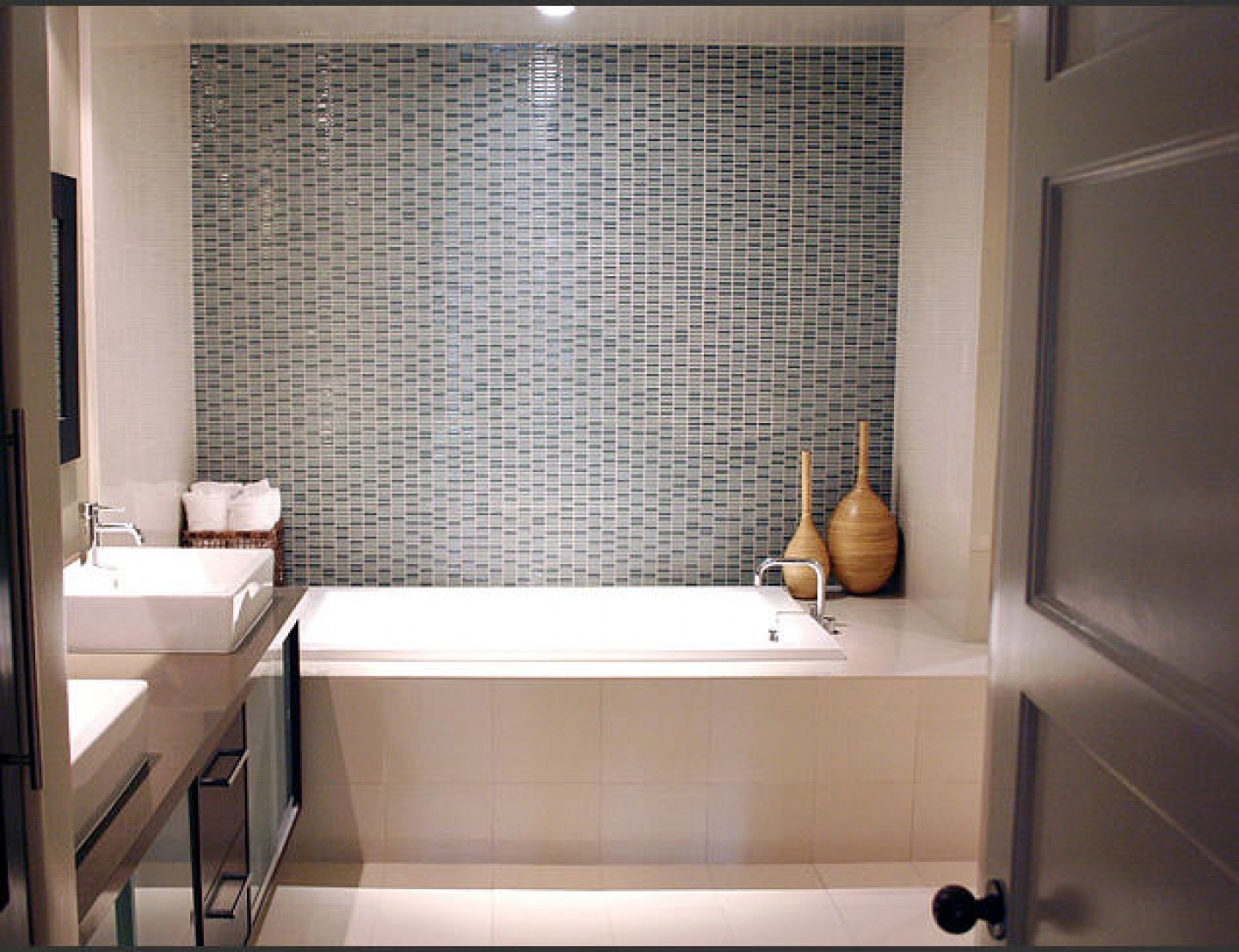 30 Magnificent Ideas And Pictures Of S Bathroom Tiles
