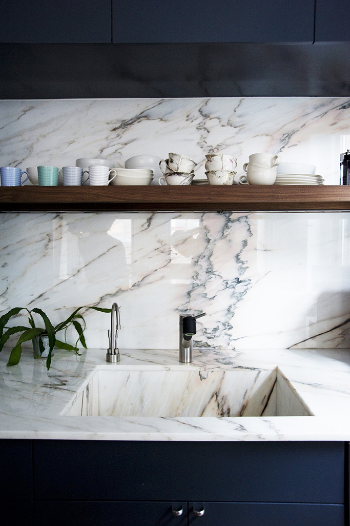 deep blue kitchen with marble tiles
