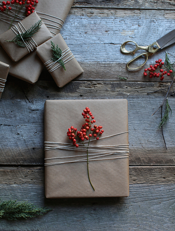 holiday-gifts-with-twine-berries