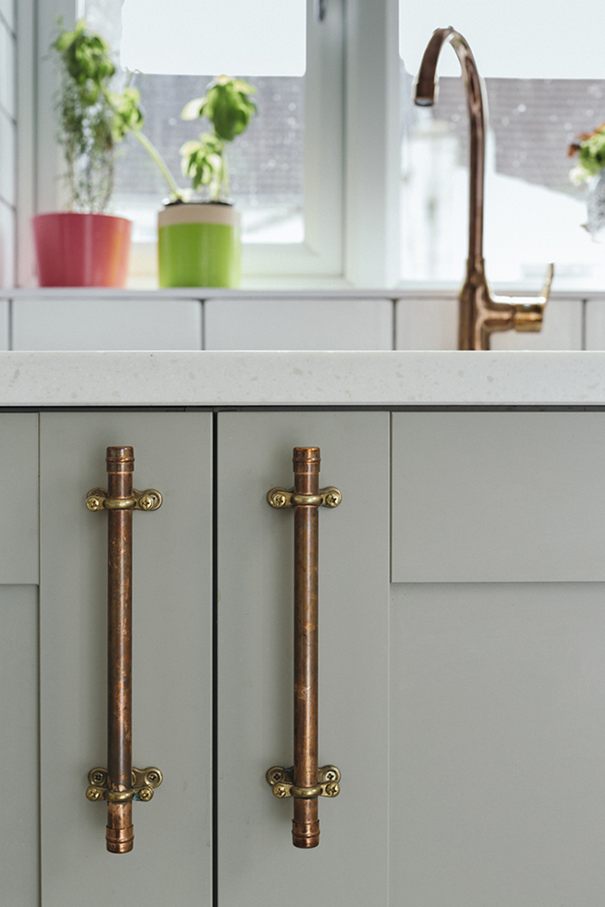 kitchen-with-copper-handles