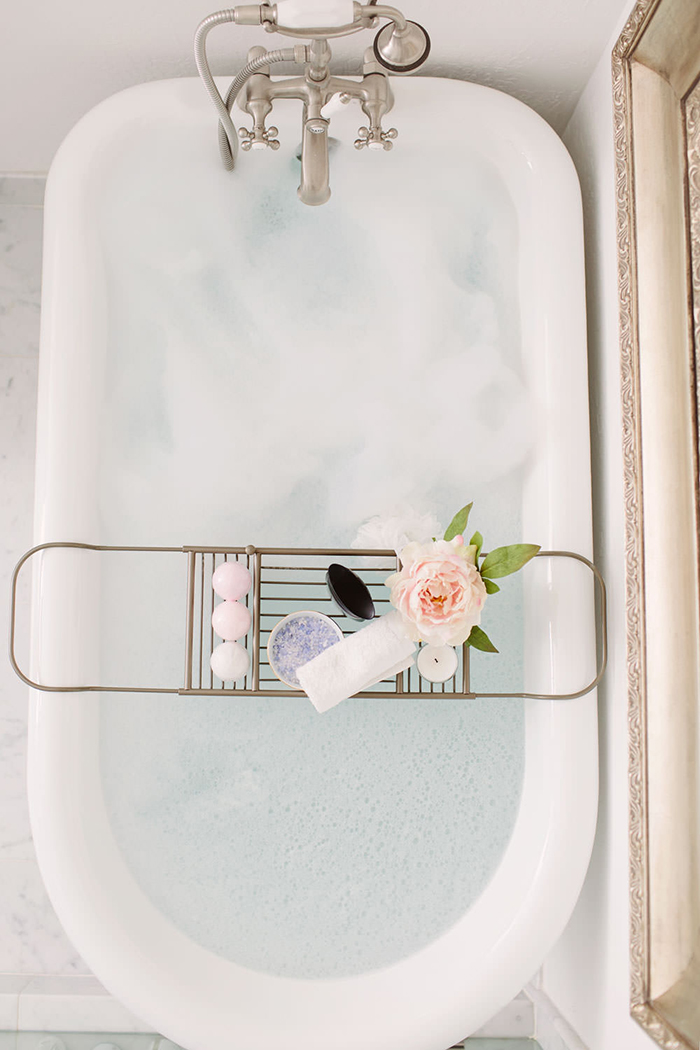 Bathtub Caddy with Rose