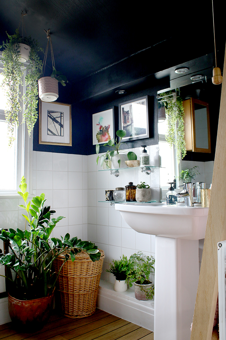 boho black bathroom