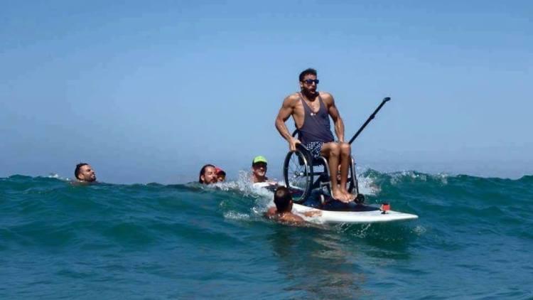 tilestwra.com | O Έλληνας παραολυμπιονίκης που δάμασε τα κύματα με το αναπηρικό του αμαξίδιο!