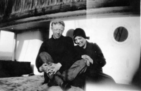 Erna og Nordahl på båten han fikset på høsten 1929 i Kristiansund