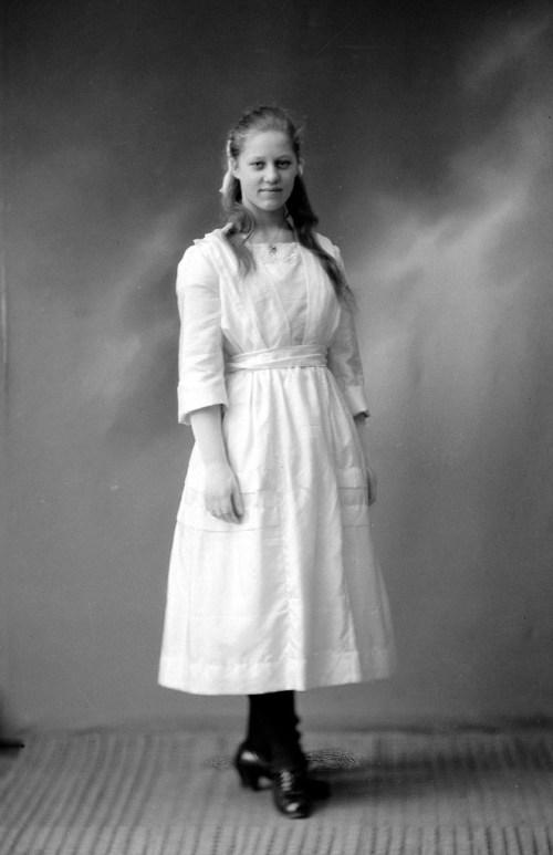 Mormor Erna i 1920 snart 15 år