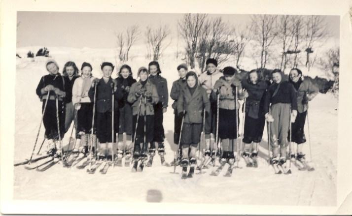 Nok en klassetur på ski 1948 - min mors klasse