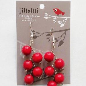 Käsintehdyt roikkuvat korvakorut, joissa punaisia puuhelmiä