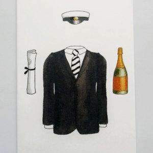 Kaksiosainen kortti ylioppilaalle, jossa kannessa kuva miesten puvusta, ylioppilaslakista ja shampanjapullosta, kuvittaja Henna Adel