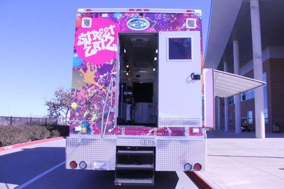 "KISD's ""Street Eatz"" food truck. (Photo by The Creek Yearbook photographer Grace Nakajima.)"