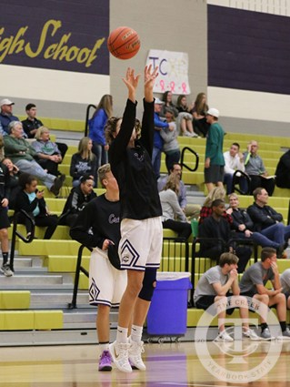 Photos from the varsity boys basketball game vs Southlake on Nov. 10, 2017. (Photos by The Creek Yearbook photographer Taylor Deker.)