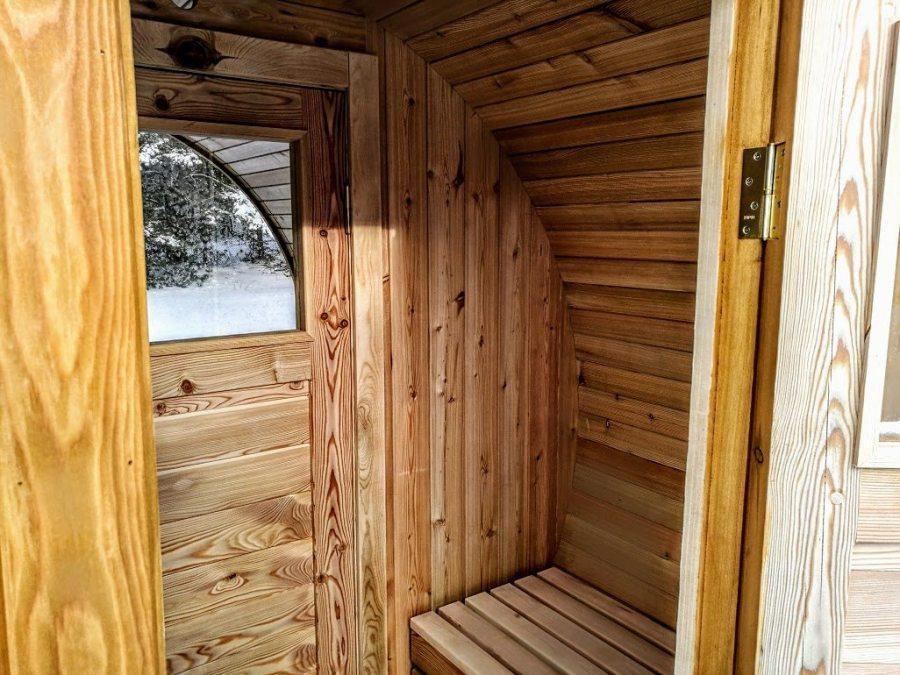 Sauna Extérieur Avec Dressing, Fenêtre Panoramique Et Poêle à Bois