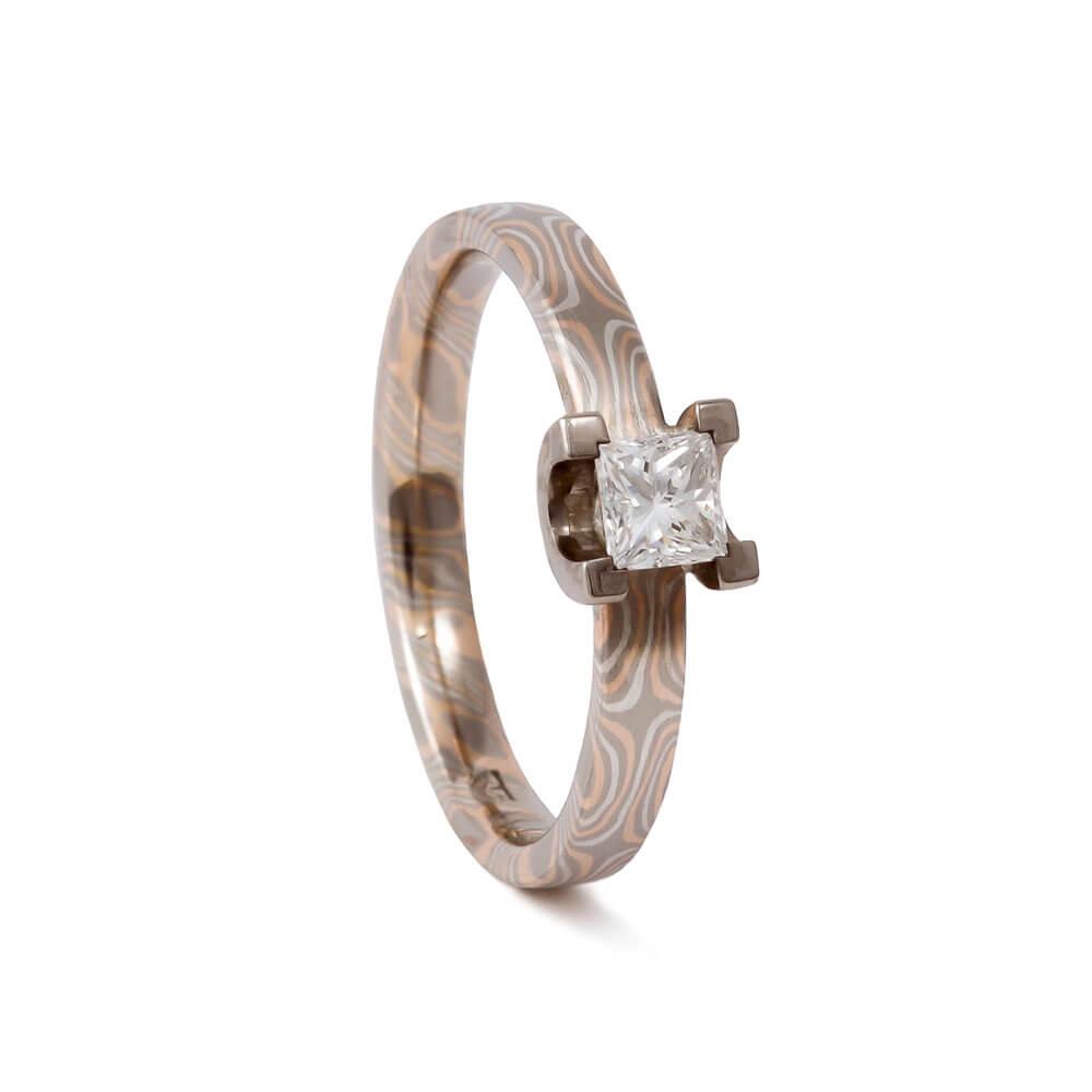 Verlobungsring - aus Mokume Gane mit Diamant im Prinzesscut