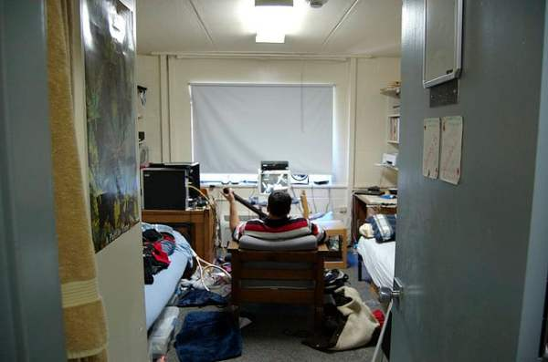 freshmen in dorm room