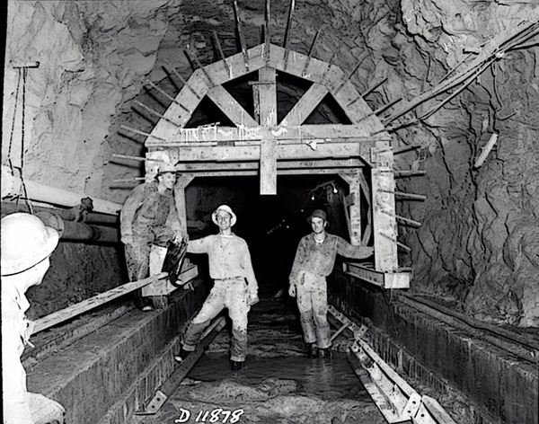 tunnels-toil-trouble