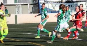 Irene Guerrero intenta abrir el marcador | Fuente: Real Betis Web