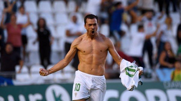 De las Cuevas eufórico tras su agónico gol frente al Cádiz B Fuente: @CordobaCF_ofi