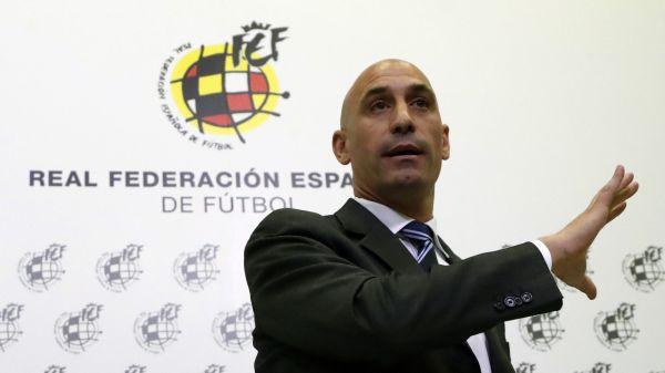Luis Rubiales hablando a los medios