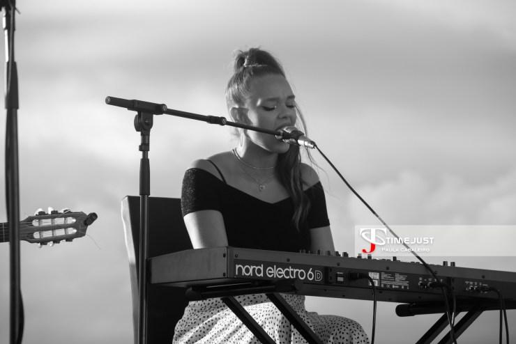 La artista Xoana, abriendo el concierto de Carlos Sadness en el Festival terraceo de Vigo // Foto: Paula Cabaleiro