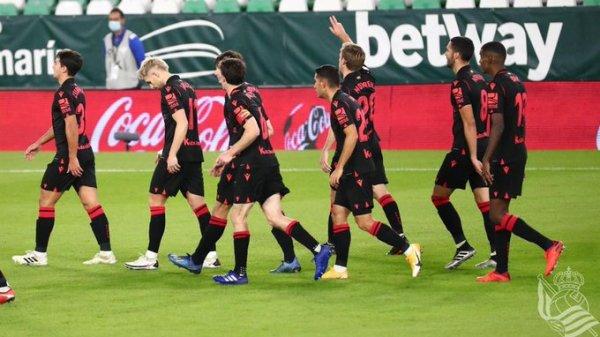 La Real Sociedad celebrando el gol de Januzaj   @RealSociedad