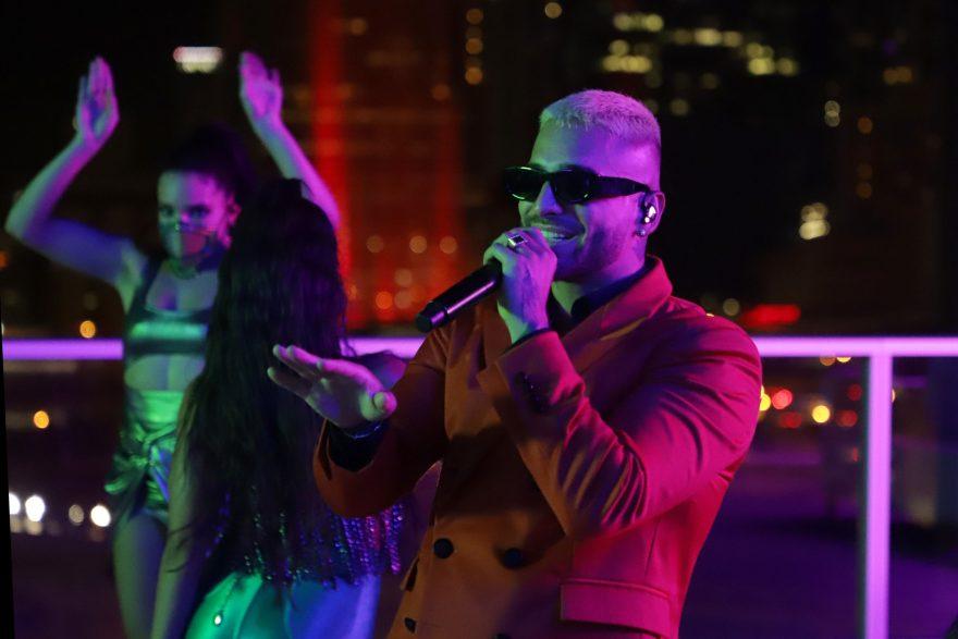 Maluma durante su actuación en los MTV EMAs 2020. // Fuente: MTV EMAs - John Parra