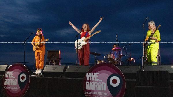 Concierto de Ginebras en la terraza del Auditorio Mar de Vigo dentro del festival Vive Nigrán (28-08-2021) Foto Sergio Lago (24)