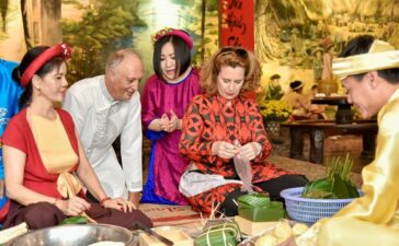 Travel4 hours ago  Foreigners experience Tet holiday in Vietnam Tet (Lunar New Year) festival is the biggest holiday of the year for the Vietnamese people. The festival impresses foreign visitors with its interesting traditional culture...
