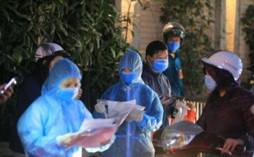 Local COVID-19 infections spread to 12 provinces, cities in Vietnam