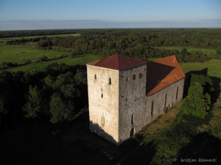 Pöide kirik, Saaremaa