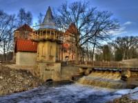 Ehitus veel pooleli, Koluvere lossi juures
