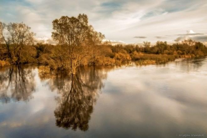 Õhtu peegeldused Kasari jõel