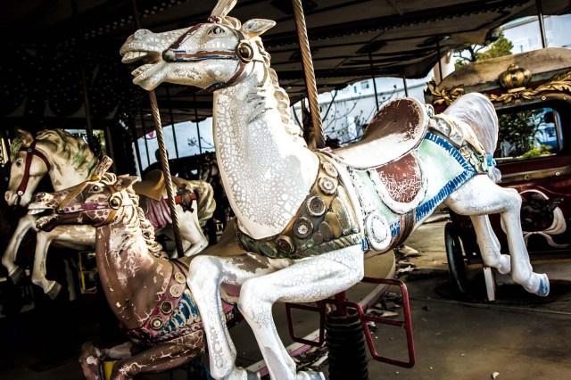 Нара Dreamland, заброшенный тематический парк, Нара, Япония конь на карусели