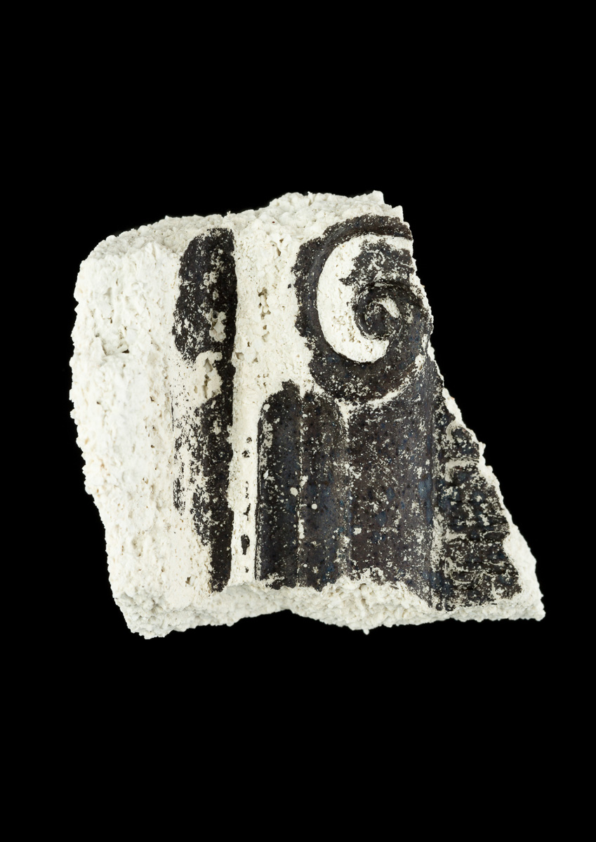 Impression of top of a doric column in ceramic fragment.