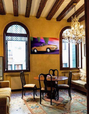 Bronze Cruisin' in the restaurant (Ferrari GTS 365, 1969)