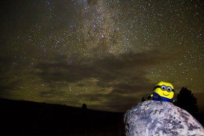 Bob admire les étoiles