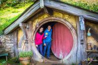 Timi et Emy à Hobbiton