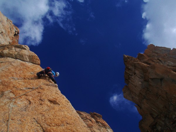 Cal clamping his way up the arête pitch on Linea Blanche