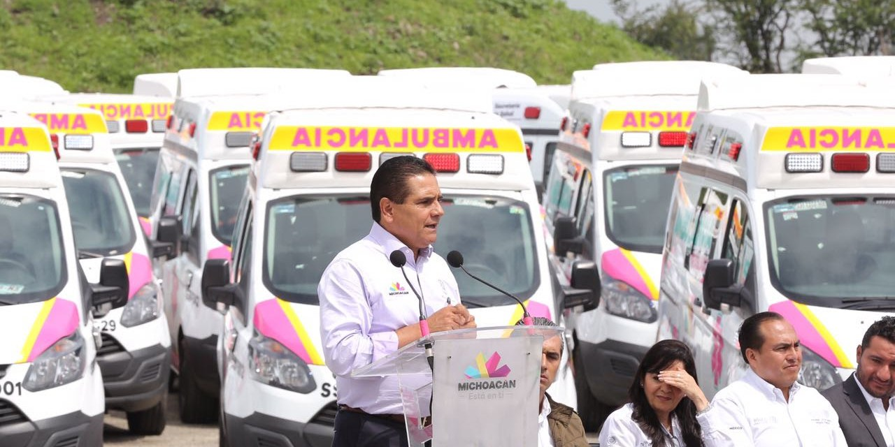 Realiza Silvano Aureoles entrega histórica de ambulancias a municipios michoacanos