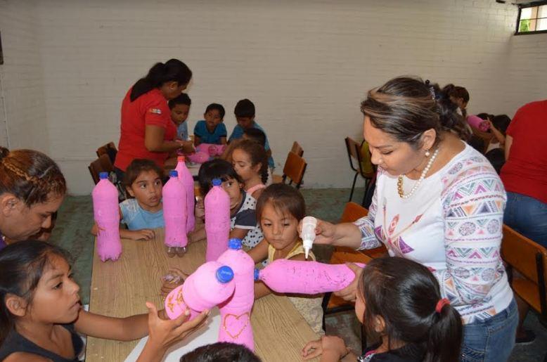 Presidenta del DIF convive con niños del Curso de Verano