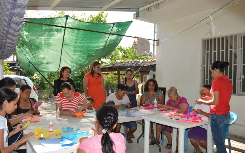 Imparte DIF taller de manualidades a jóvenes y mujeres del Bordonal
