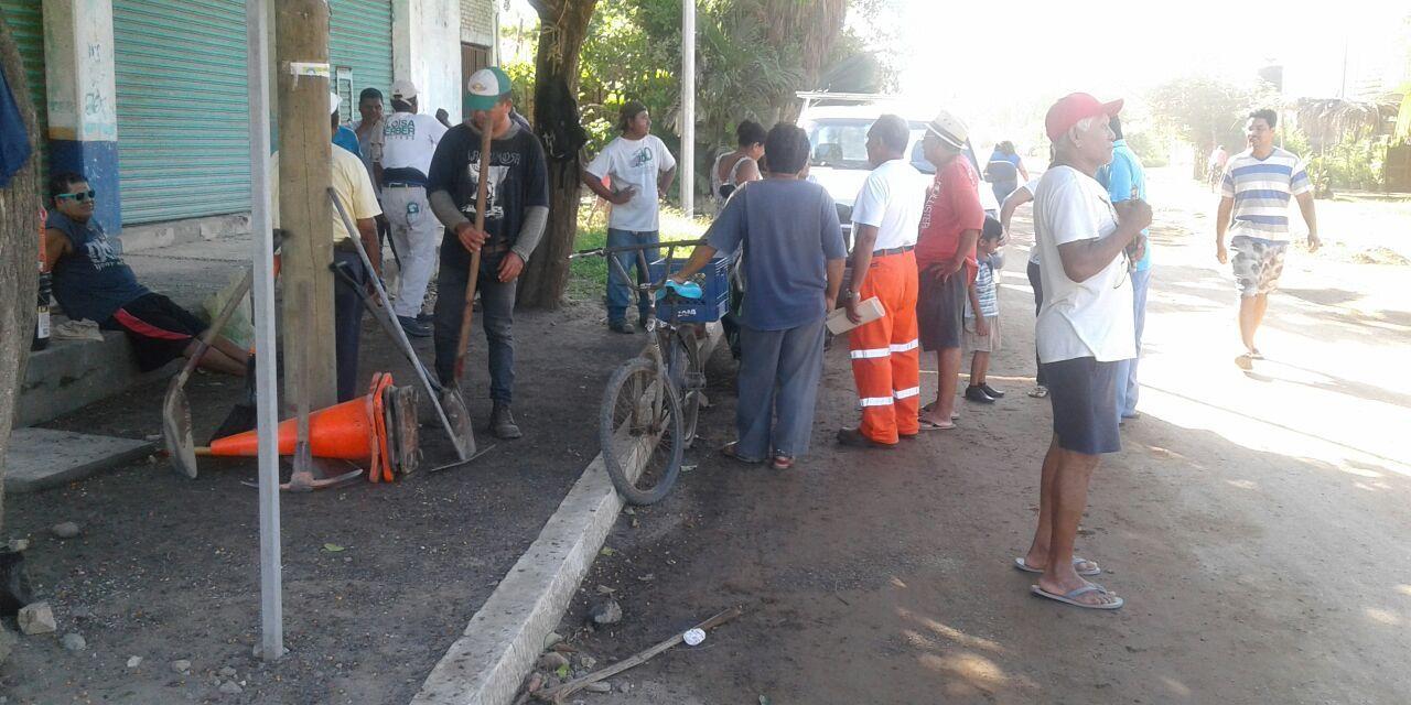 Vecinos paran obras de Playa Azul por incumplimiento en los acuerdos con el cabildo