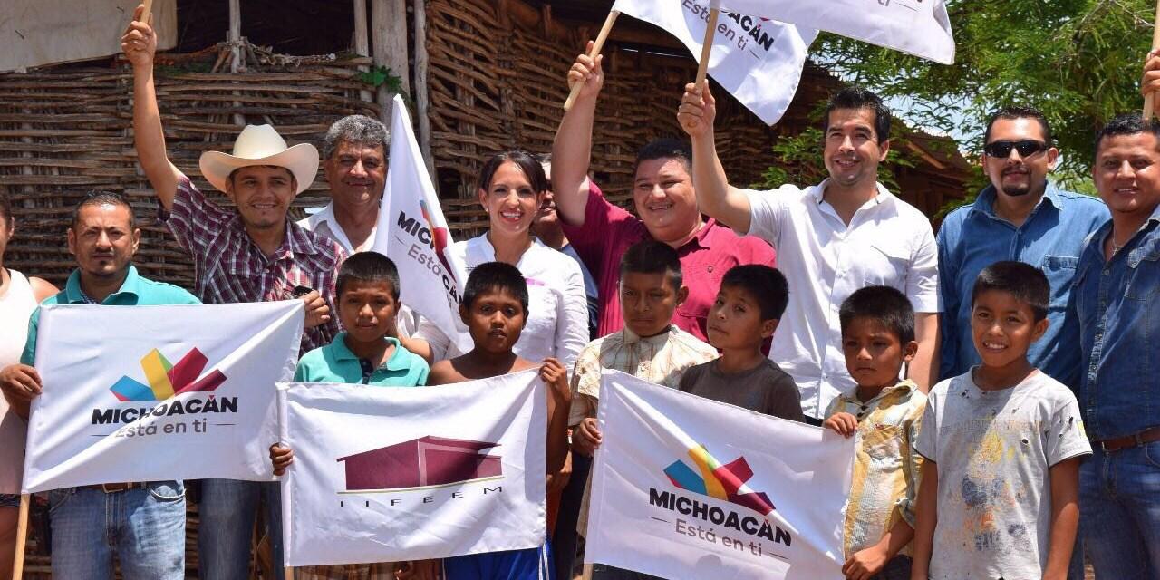 """Sustituye IIFEEM aulas de """"palitos"""" en escuelas de Xalacayan, Aquila"""